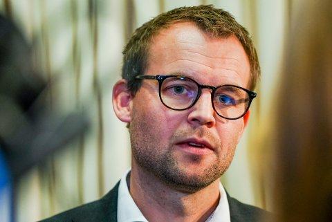 Kjell Ingolf Ropstad møter pressen i Regjeringskvartalet i Oslo. Foto: Ali Zare / NTB