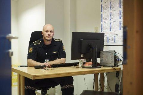 Advarer mot å kjøpe narkotika på nett: Politiførstebetjent Nikolais Fiskergård advarer mot å kjøpe narkotika på nett.