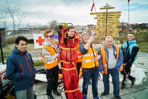 Hjelpekorpset på stand under 150 års jubileumet til Røde Kors Norge. Røde Kors Narvik har 100-års jubileum i år.