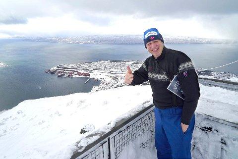 Idrettspresident Tom Tvedt kom rett fra Schladming i Østerrike - og fastslår at Navik har noe helt spektakulært med fjorden som nærmste nabo til alpinanlegget.