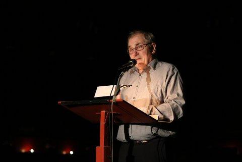 Bjørn Sundquist er en av våre største nålevende skuespillere og en selvsagt mann til å lese den flammende teksten fra Jobs bok - om skyld, om lidelse, om fellesskap og om forskjellen mellom Gud og mennesker.