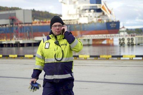 FULL KONTROLL: Rolf Gundersen er terminalsjef på det som heter Narvik blulkterminal AS. Selskapet er eid av Narvik havn. Snart kan han tenke flere nyansettelser. Alle foto: Fritz Hansen