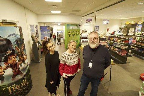 Fra venstre: Kioskleder Stine Klubnes, kinosjef Renee Katrin Bjørnstad og teknisk ansvarlig Roger Edvardsen.