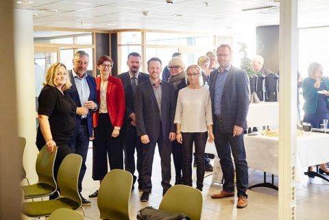 Fra venstre: Ann-Hege Lund - Futurum, Terje Steinsund - Futurum, Ingrid Bortne - Innovasjon Norge, Svein Erik Kristiansen - Narvikregionen Næringsforening, Kjetil Blix Strokkenes - Futurum, Hilde Normark - Narvikregionen Næringsforening, Lena Hope - Narvikgården og Bjørnar Evenrud - Narvikgården.