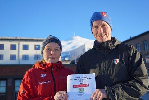 GODT ÅR: Narvik og omegn turistforening (NOT) fikk et bra 2018, med flere medlemmer og flere overnattinger. Det gjør styreleder Øydis Jakobsen og daglig leder Jon Sommerseth fornøyd.