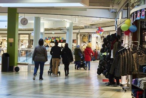 Nye løsninger: Netthandelen er en trussel mot handel i lokale butikker. Å utnytte nye teknologiske løsninger kan være løsningen for å motvirke dette, mener Eivor Sletbakk.