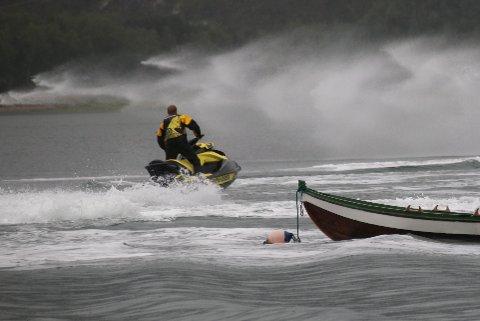 Unyttig lek: Narvik og Ofoten Turistforening skriver i et innspill til ny kystsoneplan at de fem berørte kommunene må gripe muligheten til strengt regulere bruken av vannscootere – en farkost som er til ergrelse for de fleste som oppholder seg ved og i sjøen