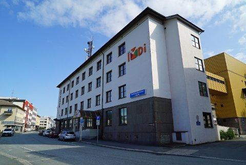 NY ARBEIDSPLASSER: Mandag kom kunnskap- og integreringsminister Jan Tore Sanner til Narvik for å fortelle at IMDi får 18 nye arbeidsplasser i Narvik. Foto: