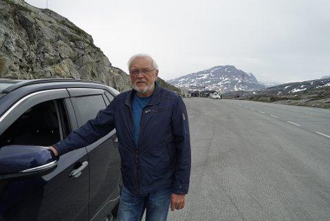 ENDELIG: Svein Woll fra Bjerkvik var første mann på fredag som kunne passere over grensa etter at det åpnet for grensepassering fra Sverige fredag klokken 15.