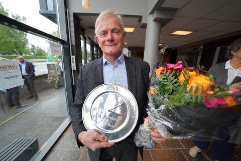 STOLT: En stolt Torbjørn Sneve med prisen som Årets ildsjel.
