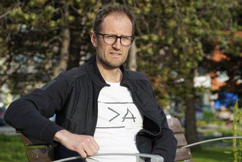 PÅ NETFLIX: Narviklegen Hans Prøsch oppdaget tilfeldig at en låt som han har vært med å jobbe frem er å finne på en film som nå går på Netflix.