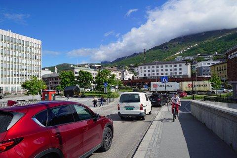 LANG LISTE: Det er mange veier og gater som skal få asfalt i Narvik kommune i år, noe trafikantene vil merke i hele kommunen. Illustrasjonsfoto
