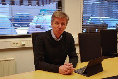 SVEIN-ERIK FIGVED: – Det blir mye frem og tilbake når kommunen først innfører parkeringsavgift for elbil, før politikerne eventuelt vedtar å fjerne den. Det beste er å la elbiler parkere gratis inntil videre.