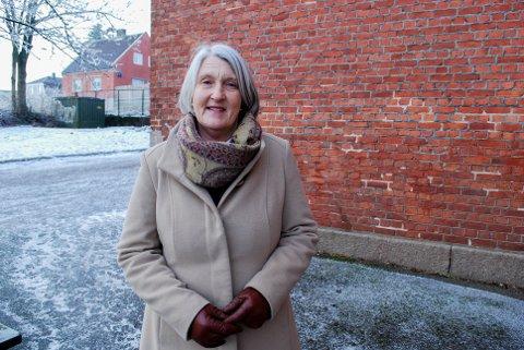 UTENDØRS: Kreftkoordinator i Horten kommune, Tove R. Tangen, sier det er ekstremt viktig å beskytte seg mot sola, også om vinteren.