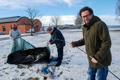 TELT: Henrik Lysell, Michael Råknes og Fredrik Dahle inviterer til festivalcamp - men teltet må du altså få satt opp selv. Lykke til.