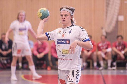 BARTE-SJEF: Markus Aurland er aksjonssjef for Movember i Falk. Håpet er at kampanjen skal samle inn 200.000 kroner.Foto: Aleksander Limkjær