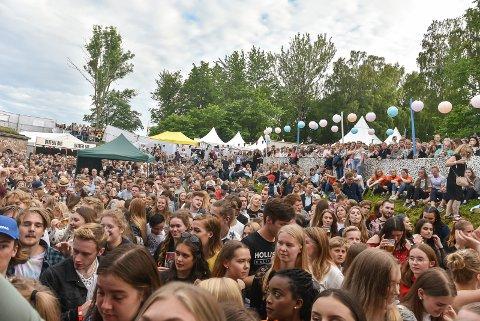 FOLKEHAV: Dette var Vervenfestivalen i 2017. Det kommer enda flere til årets festival. Nå er det bare dagspass på fredag å få tak i – alt annet er utsolgt.
