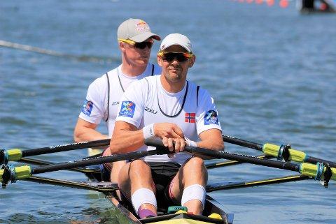 IMPONERT: Olaf Tufte (foran) er full av lovvord om det Kjetil Borch leverte i VM, og som endte med VM-gull.