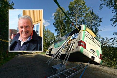 SKREMMENDE OPPLEVELSE: Elevene fra Borre ungdomsskole som var med på den skremmende bussulykken, ønskes velkommen til en hyggelig teateropplevelse i Tønsberg, forteller Helge Hammelow-Berg (innfelt).