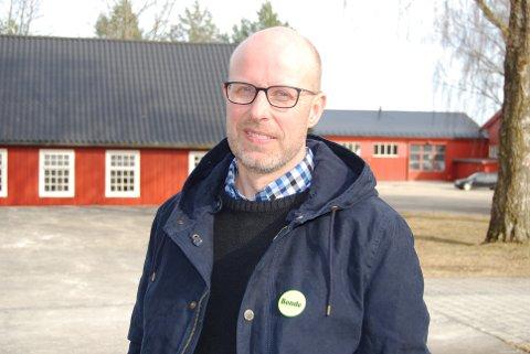 ENIGE: Hedmark Bondelags leder Erling Aas-Eng, er selv mjølkeprodusent i NOrd-Østerdal, og er fornøyd med at bondelaget har greid å forhindre at ordningen med mjølkekvoter endres og åpner for sentralisering av mjølkeproduksjonen.