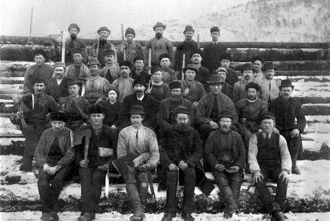 Åbogen: Dette arbeidslaget er fotografert på Åbogen i 1864 av sjefen for utbyggingen, Ingeniør Carl Arbraham Pihl.