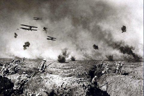 HELVETE: Den første verdenskrig var skyttergravskrigen og en slakting uten like. Fotografen Frank Hurley sto i kryssilden for å komme nær nok.foto i State Library of New South Wales