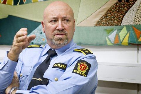 SPENT: Fungerende politistasjonssjef Ole B. Nordvik er selv spent på denne jula. Han har forståelse for at høytida blir spesiell for mange, men håper glåmdølene er fornuftige.