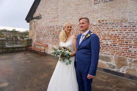 GIFTER SEG: Lørdag får endelig Janne Angelicha Johansen og Alf Roberth Eriksen gjennomføre bryllupet sitt. Men den planlagte bryllupsreisen til Italia må de imidlertid vente litt med.