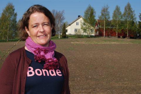 Bøndene tar sitt samfunnsansvar, og bondelagsleder Elisabeth Gjems er godt fornøyd med at produksjonen av svin, frukt og grønt styrkes.