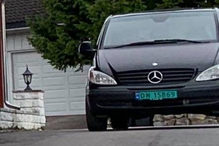 STJÅLET: Denne bilen, en Mercedes Vito med registreringsnummer DN15869, er meldt stjålet fra en adresse på Søbakken i natt.