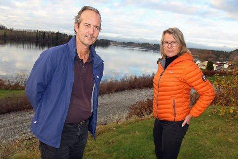FORTVILET: – Nes kan ikke akseptere at elvemøtet ofres. Da får vi heller klare oss uten ny vei, sier Ola Holter og Tone Brustad i Høie Boforening.