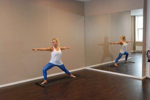 NY YOGASAL: Clarissa Bergh demonstrerer en yogapositur i den nye salen Elixia innvier lørdag 3. september.Foto: K Doseth