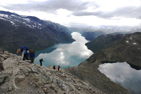 Skilt: Det er behov for betre skilting. Den Norske Turistforening har ansvar for merking av Besseggstigen.