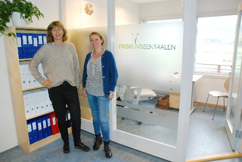 – FOREBYGGING VIKTIG: Tone Karlsen (t.v.) og Julianne Lie. Lie har vært ansatt på prosjektmidler siste to år. Nå blir hun fast ansatt.