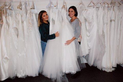 BRUDEMOTE: Beate Søvik Pedersen og Rikke Dullum blant sesongens brudekjoler på Sans for Bryllup.