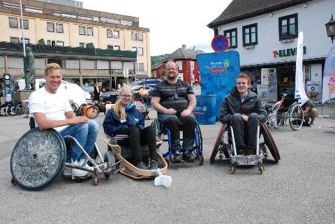 STOLER FOR AKTIVITET: Amund Hagejordet i rugbystol (t.h.), Odd Arne Danneels Ringen, Hanne Slettum i el-innebandy stol og Lars Ivar Eilerås i rugbystol.