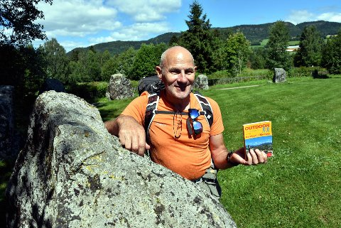 GJEMT: Hvorfor har dere gjemt bort denne skatten, undre sveitsiske Rolf Steetler som fikk hjelp til å finne Tolvsteinsringen, som denne tyske pilegrimsboken fortalte om.                                                                                                                                                    Foto: Ei nar Lyngar