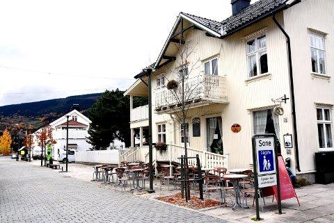 NY START: Kafeen og bakeriutsalget i gågata i Ringebu overtas nå av nye drivere.