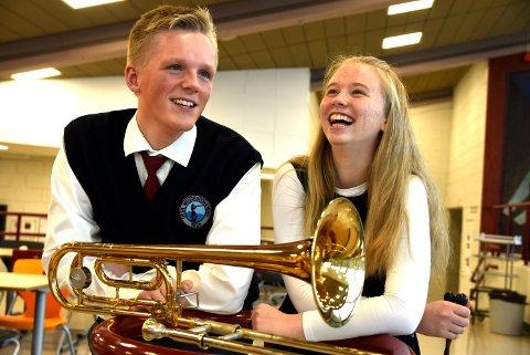 - Å være med i korps gjør oss gladere, sier Ola Viken og Amalie Refvik Solberg, som stortrives i Otta Musikkforening.