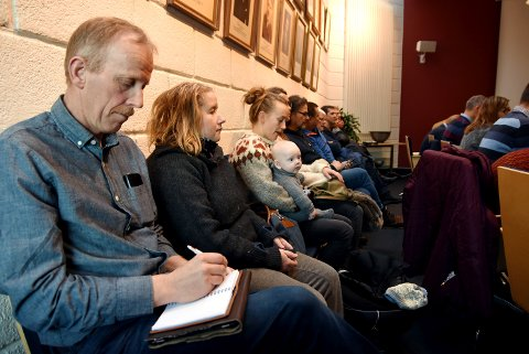 Kristian Ekre, leder i FAU ved Skåbu oppvekt, var en av tilhørernde under kommunestyremøtet i Nord-Fron tirsdag. Han sier at det nå blir viktig å rense lufta i Skåbu, ettr skoledebatten.