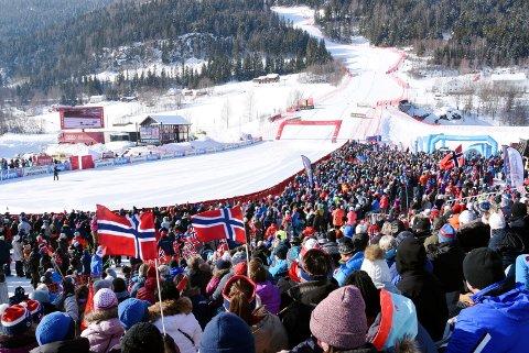 9.500 tilskuere fant vegen til Kvitfjell under forrige helgs World Cup. I 2025 kan det blir VM i bakken.