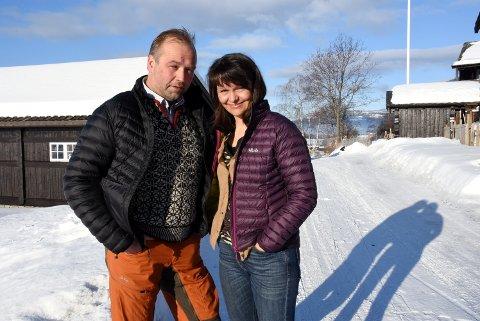 Nina og Øystein Rudi er nominert til Årets bygdeprofil. - Vi setter stor pris på at folk som har besøkt garden setter pris på det arbeidet vi gjør, sier de.