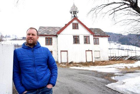 Erik Kvernes vil restaurere dette bygget, som går under navnet Festningen,  for å bidra til å  styrke overnattingstilbudet ved Dale Gudbrands Gard.