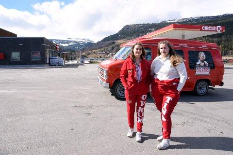 - Dette var en skikkelig ubehagelig opplevelse, sier Tina Johansen og Matilde Ovrum som er to av russejentene på Vinstra som ble kastet ut av denne Circle K stasjonen på Vinstra natt til 1. mai.