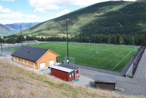 Nærmiljøanlegget stod ferdig i 2018. - Det er med stor undring vi nå registrerer at det fremmes forslag om å regulere den ene parkeringsplassen til nærmiljøanlegget til boligtomt og friluftsområde, skriver Vestsida Fotballklubb i en uttalelse til Nord-Fron kommune.