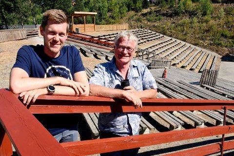 KLARE FOR COUNTRY: Mathias Bevolden og Trond Stang Skurdal er snart klare får å slippe countryfolket inn i Kåja. De regner med rekordbesøk i år.