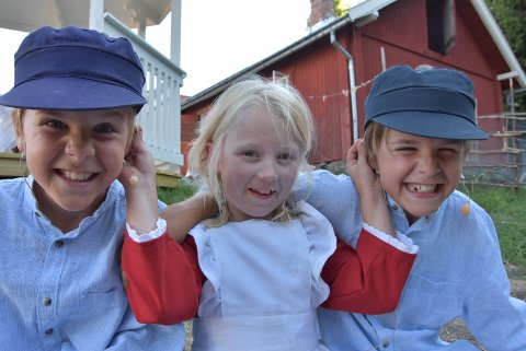 MORO: Synne Jægersborg som spiller Ida må av og til holde de to Emilène Lars og Emil Sæther Grønbakken i ørene for at de ikke skal finne på for mye spillopper med henne.