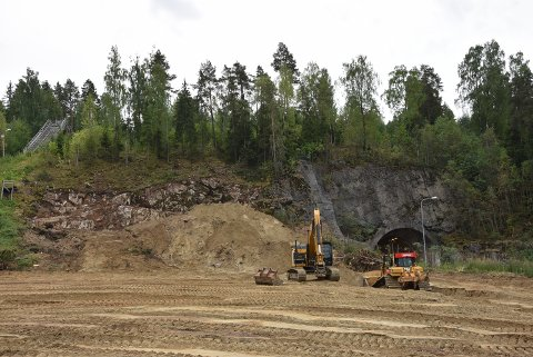 FLYTTES: Domstubakken (til venstre i bildet blir ødelagt når ny Skarpsno-tunnel skal sprenges.