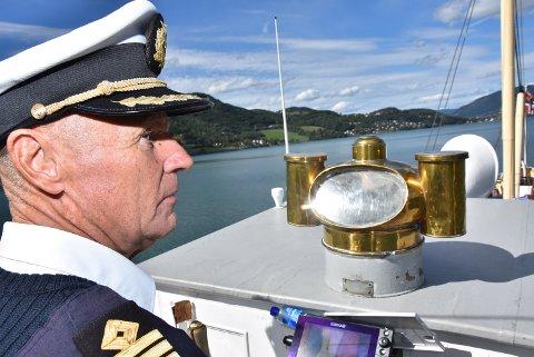 VURDERER: Kaptein Erik Olsen på Skibladner tar ingen sjanser om det blir for mye i vind i morgen, og kan avlyse turen mot Eidsvoll.