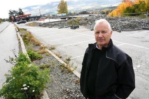 - Vi er sikre på å få solgt leilighetene, sier Åge Melbø i Gaus as, som nå starter utbyggingen av vegkrotomta ved gamle E6  på Vinstra.